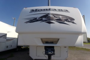 Used 2009 KEYSTONE MONTANA 3605 Fifth Wheels