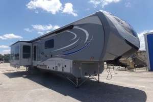 Used 2016 OPEN RANGE OPEN RANGE BATH AND A HALF Fifth Wheels
