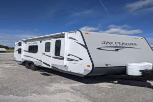 Used 2014 JAYCO Jay Feather Ultra Lite 228 Bunkhouse Travel Trailers