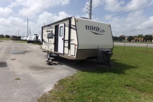 Used 2016 ROCKWOOD MINI LITE 2104S Travel Trailers
